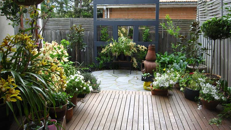 Small garden design 2017 2018 best cars reviews for Courtyard designs melbourne